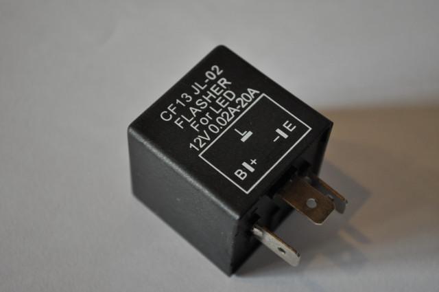 画像1: 汎用 3ピン ハイフラ防止 IC ウインカーリレー  (1)